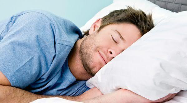 dormir quando desejar entre as vantagens de morar sozinho